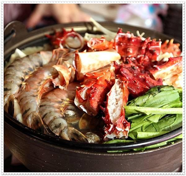 請客居酒屋,帝王蟹海鮮鍋,豪華生魚片拼盤,鹽烤鮭魚炒飯,明太子生蠔,酒蒸喜知次 ,