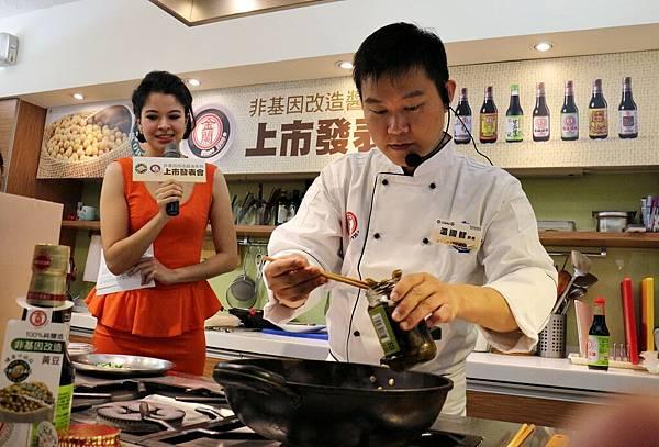 金蘭醬油,黃景龍,溫國智,豬肉壽喜燒,韭黃落地櫻花蝦,非基因改造黃豆,