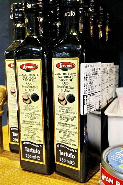 謝宜榮, Pino義大利燉飯專賣店,拿坡里比薩專門店,綜合野蕈溫泉蛋燉飯、白酒燉飯佐紅酒燉牛肉、芝麻葉煙燻鴨肉沙拉