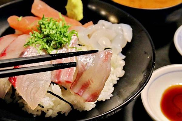 黃金傳說介紹必吃海鮮丼,福岡早餐必吃,九州自由行,福岡必吃,博多魚がし