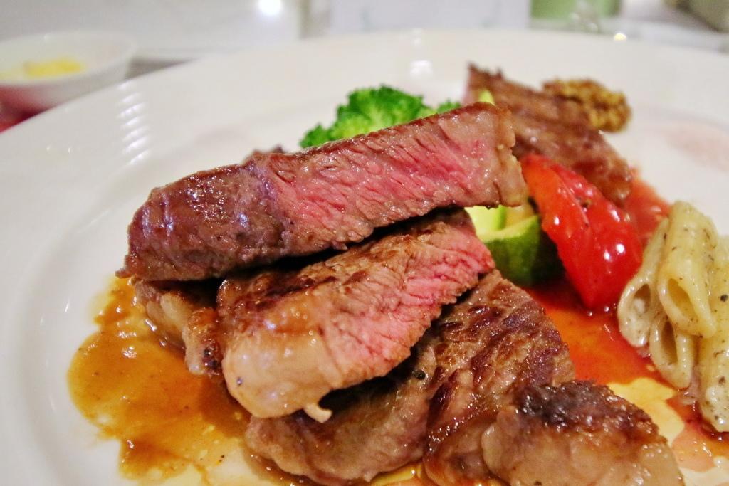 加拿大牛肉,華國大飯店,限量套餐,加拿大牛肉協會,爐烤頂級肋眼,煎烤經典牛小排,