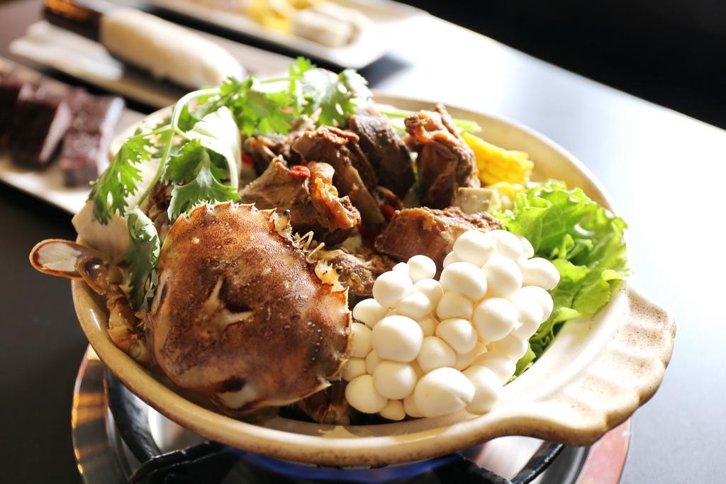 台省製燒海鮮羊肉爐,手感貢丸、海藻米血糕,