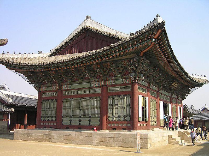800px-Korea-Gyeongbokgung-Sajeongjeon-03