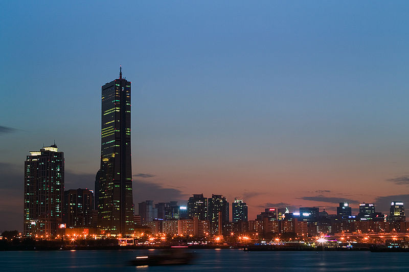 800px-Seoul-Yeouido.at.dawn-01