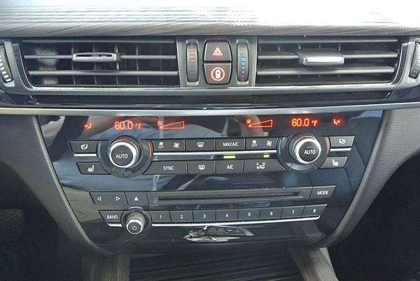 BMW X5中控台.jpg