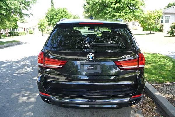 BMW X5後.jpg