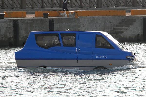 第一輛電動水陸兩用車