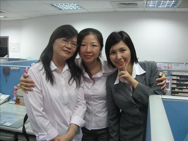 美美,和姿鳳是我的飯友.也是在這公司的好友呢
