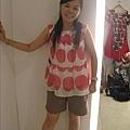 這衣服很可愛很適合你啊.為什麼不買啊??