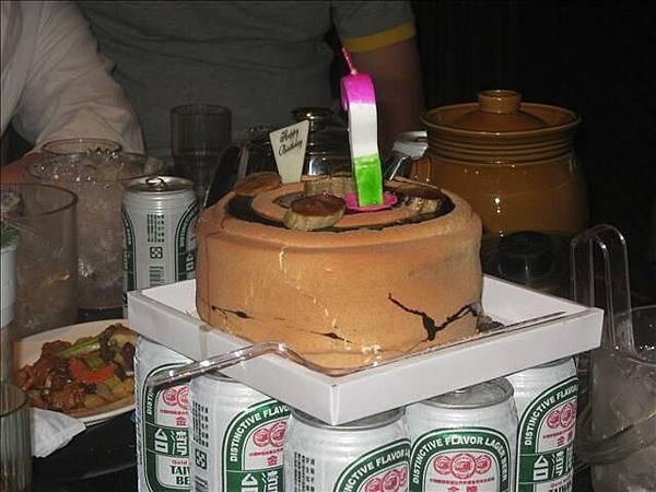 放在金牌上的蛋糕..一整個妙呢.