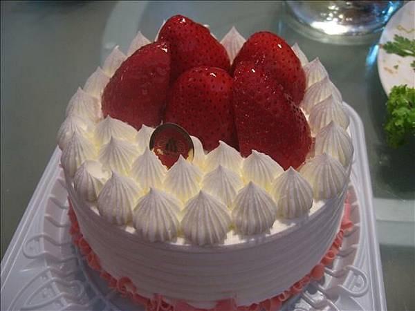 看起來很美的蛋糕.但..咳.其實還好呢..