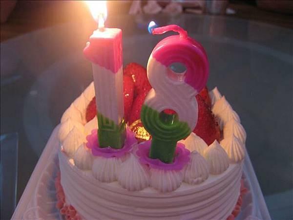 假18蛋糕..還是很開心呢..我永遠18喔..