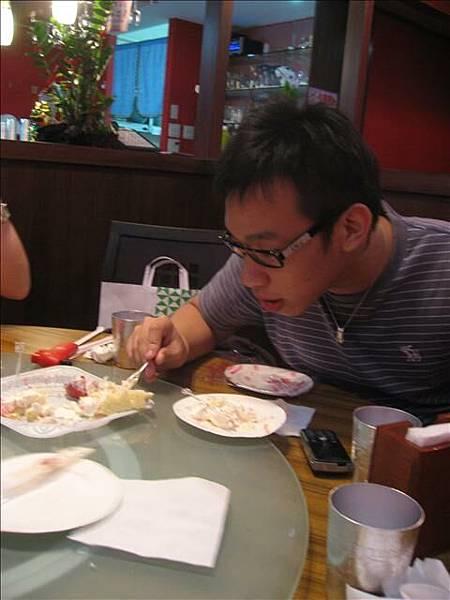 小峰最屎..數支都是他中.所以蛋糕是他吃完地..