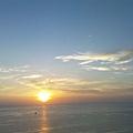 這是第一次這樣看日出吧..