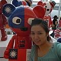 大家都不愛和台灣熊拍照.所以我們二人才能一直拍..