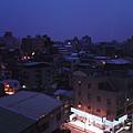 2008.08.30 AM5:21廁所窗外拍出去的夜..