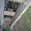 從頂樓向下拍.第一間是我們的房間.