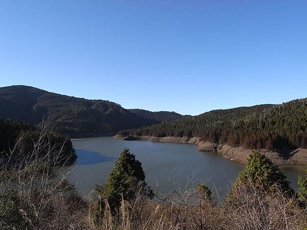 翠峰湖進去要先辦入山証..還蠻美的可以去看看喔..