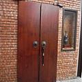 門口..那門鎖很酷吧...