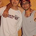 這二個人真的是好兄弟.....