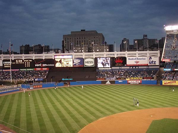 19 win-Yankee stadium有很棒的液晶大螢幕!!!