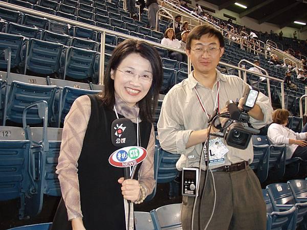 post season Game 1--記者...我就說我有被訪問啊!不過訪問完我!她們兩個就被球場人員請走了