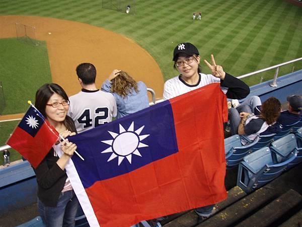 post season Game 1-國旗篇...熱血的台灣人借我們滴!這樣果然很有氣氛