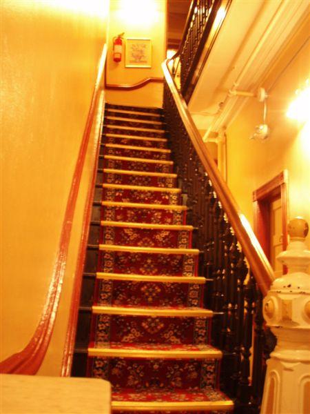 樓梯也很小