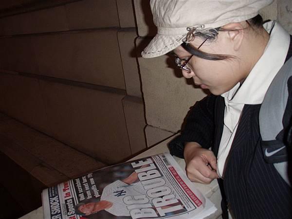 DAY 1-中央車站裝悠閒!我買了份報紙看體育新聞!其實是想找找王先發的消息!
