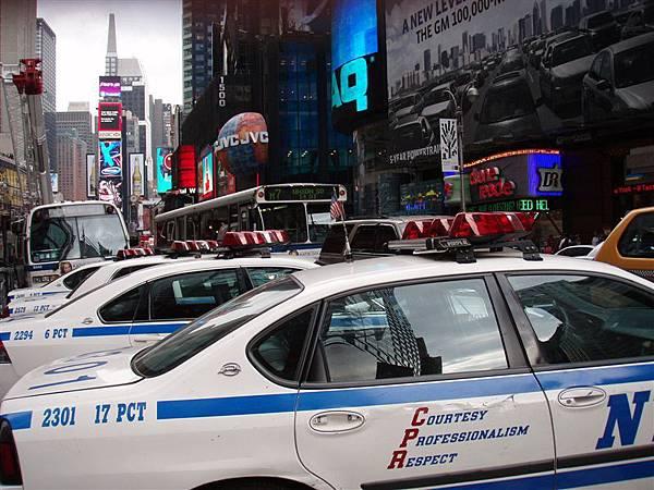 DAY 2-時代廣場...莫名其妙的滿街警車!!!
