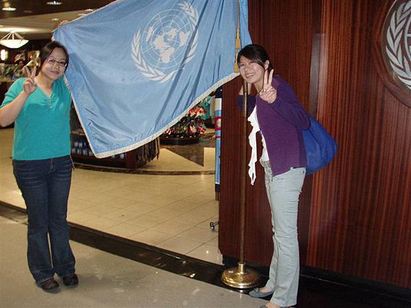 DAY 3-聯合國紀念品店外的聯合國旗子