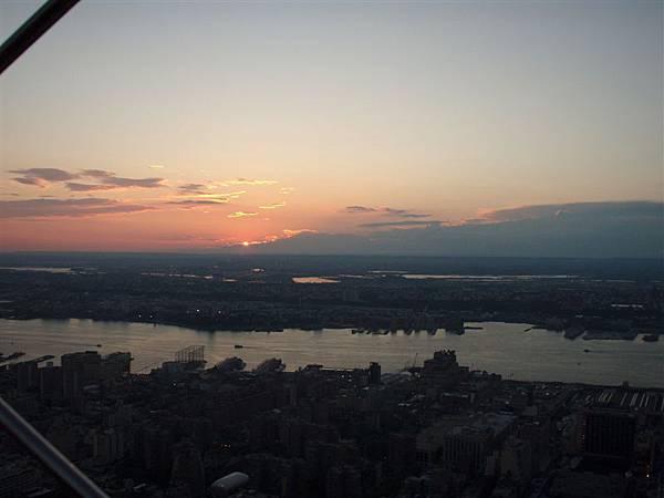 DAY 6-不小心照到的夕陽唷!美
