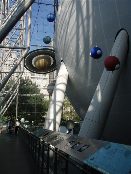 DAY 8-新的玫瑰與太空中心造型不錯!但是內容跟科博館差不多