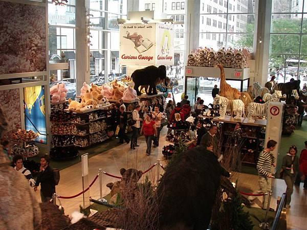 DAY 10-史瓦茲玩具店內琳瑯滿目的玩偶
