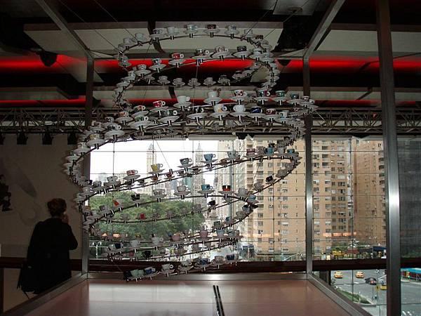 DAY 11-華納大樓內觀-旋轉杯