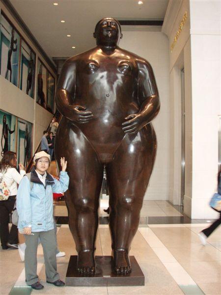 DAY 11-華納大樓內觀-有裸女!!!!
