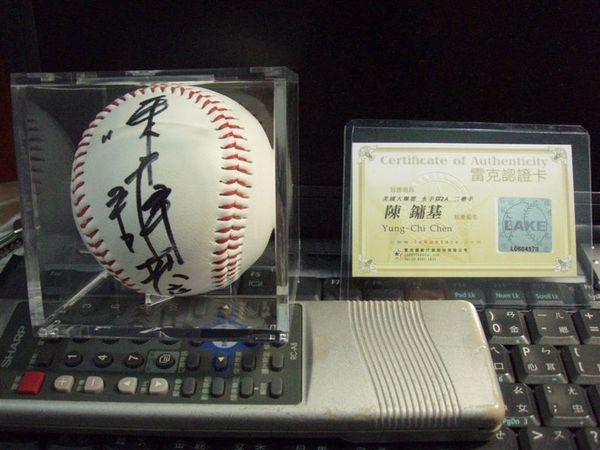 陳鏞基-簽名球與認證卡