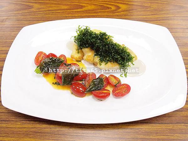煎鯛魚佐提魚大蒜奶油醬汁