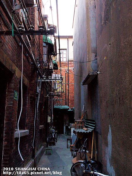 田子坊~交錯綜橫的天線...和紅磚瓦房是特色