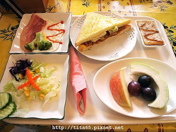 主人精心製作的早餐~
