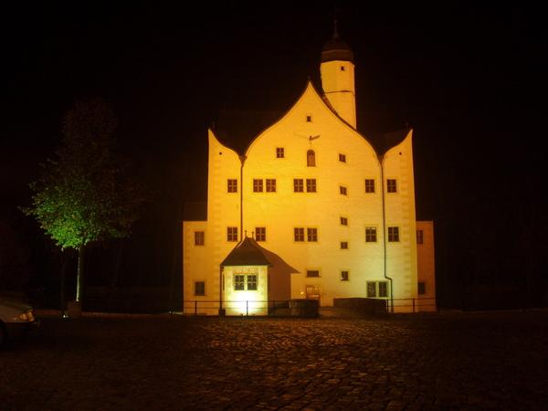 水上古堡-目前是作為博物館...晚上燈光打上燈光...超美!