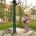 城堡前廣場...這是古老的汲水器嗎?!
