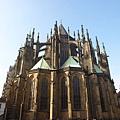 聖維塔大教堂....側面是懸空的骨架