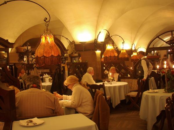 哥廷根--市政廳旁的餐廳...很有氣氛的哩!