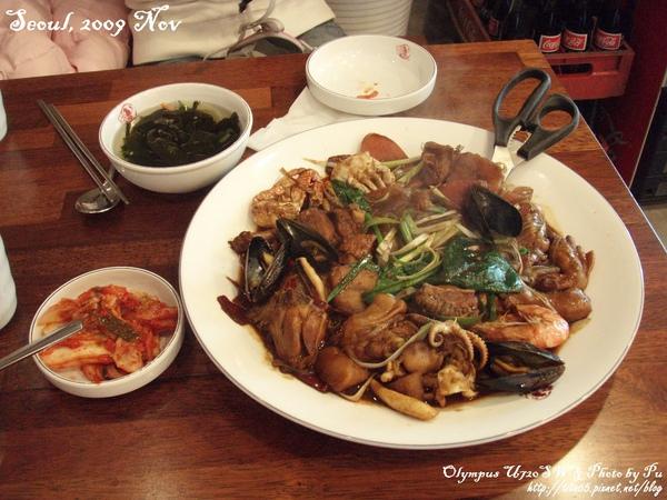 終於吃到宵想很久的滷味盤了~我們點的是海鮮+雞肉