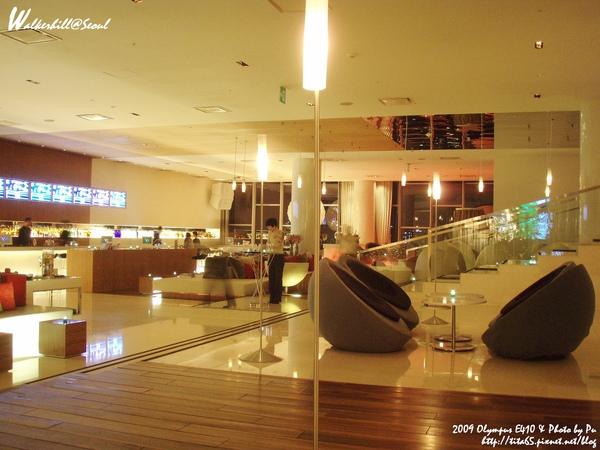 W Seoul Walkerhill的lobby與酒吧連成一氣~