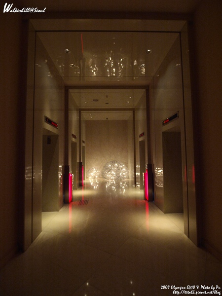 W Seoul Walkerhill暗摸摸的電梯等候處