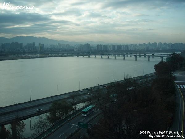 緊鄰漢江的晨景