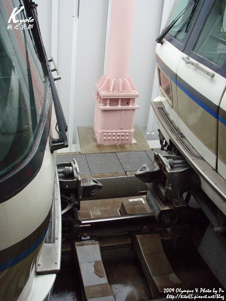 列車在奈良竟然會拆兩節車廂後才繼續前進