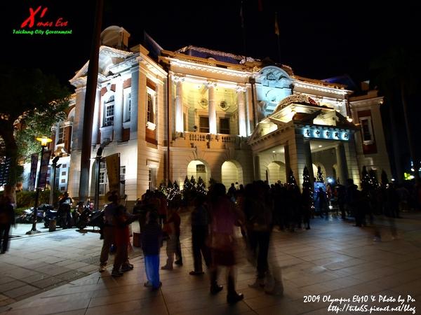 聖誕夜@台中市政府 (老師搖的黑卡...就是不一樣!!!!)